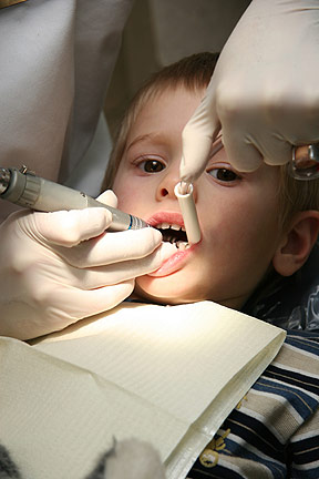 child-dentistiStock_000002573847Small